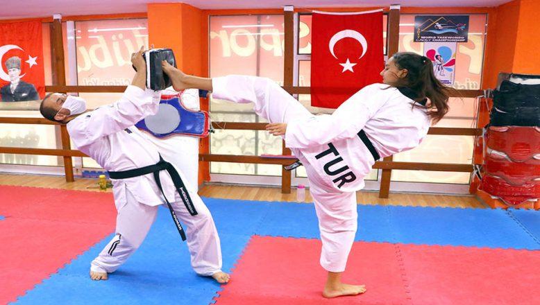 Milli Taekwondocular form tutuyor