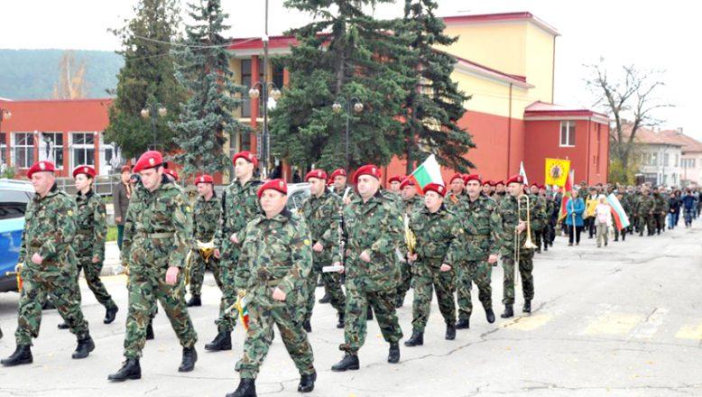 Altı aylık gönüllü askerlik uygulaması onaylandı