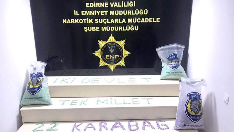 """Polisten """"İki devlet tek millet 22 Karabağ"""" mesajı"""