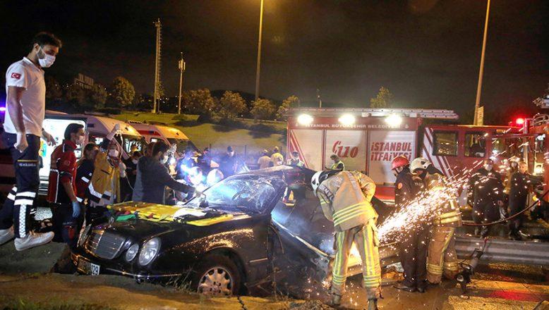 Bariyerlere çarpan sürücü ağır yaralandı