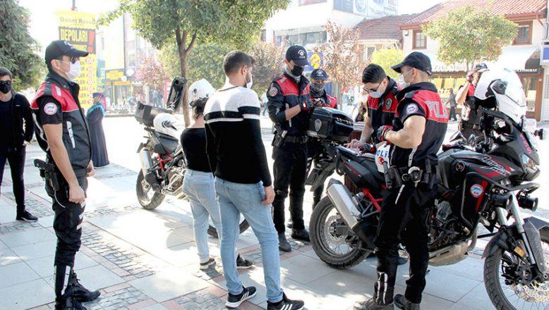 Turistlerin yoğun olduğu caddelerde maske denetimi