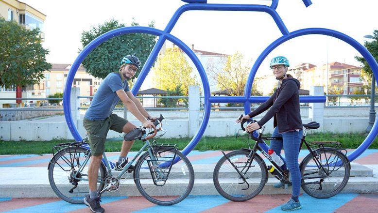 İsviçreliler bisikletle dünya turuda