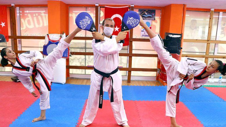 Broşürde gördükleri ilanla başladıkları Taekwondo'da, milli oldular