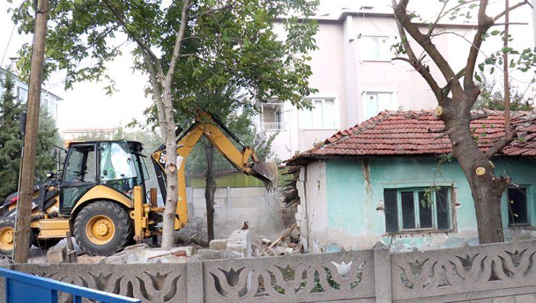 Metruk binaların yıkımına başlandı