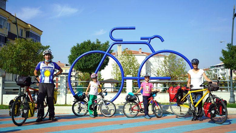 Dereköy'den girdiler, bisikletle İstanbul'u gezecekler