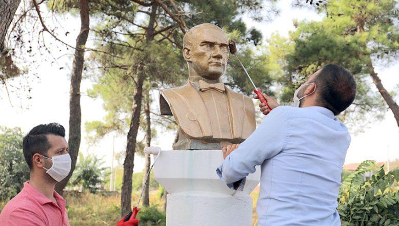 Gönüllü gençlerin Atatürk sevgisi