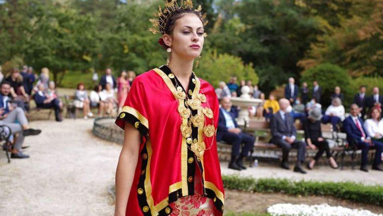 Çariçe Yoanna'ya ait geleneksel kıyafet koleksiyonu ilk defa sergilendi