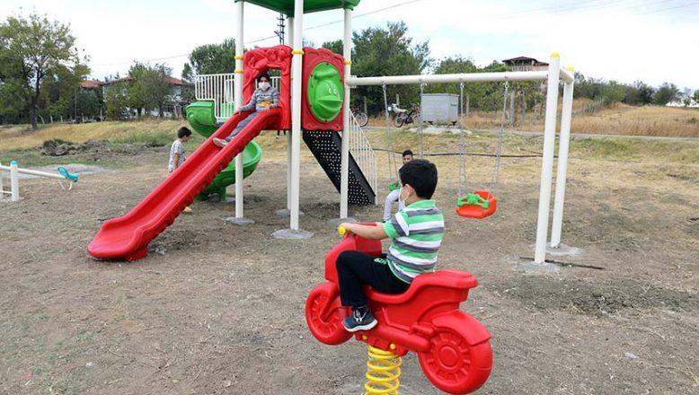 Köydeki çocukların park sevinci