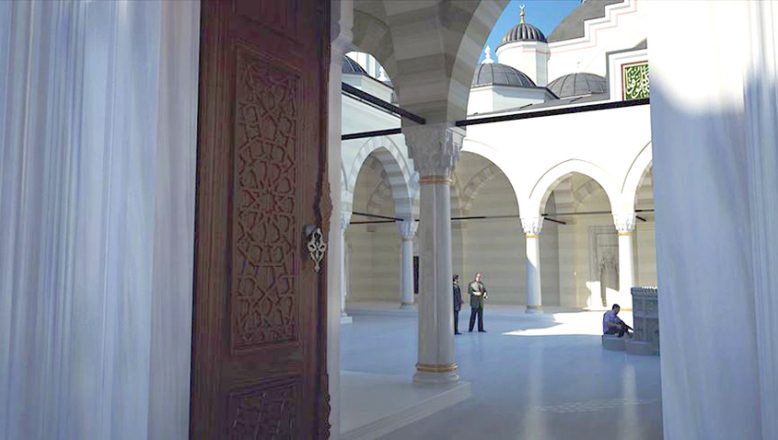 Fransız mahkemesi, camiyi kapattı