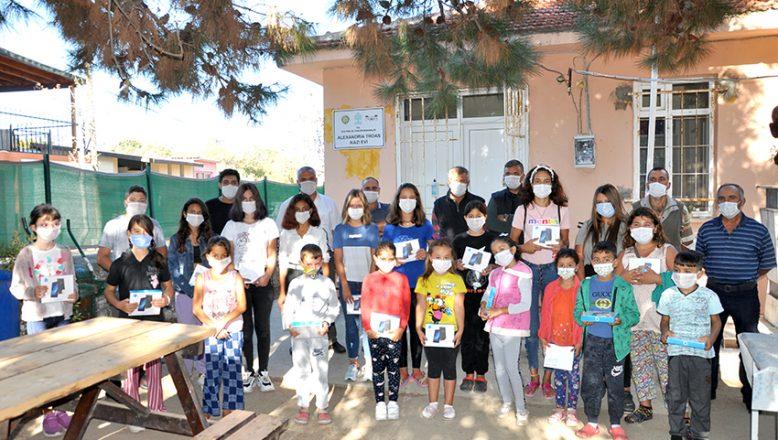 Köy muhtarından, öğrencilere tablet desteği
