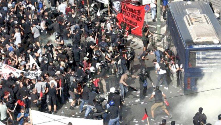 Irkçı parti suçlu bulununca, Atina karıştı
