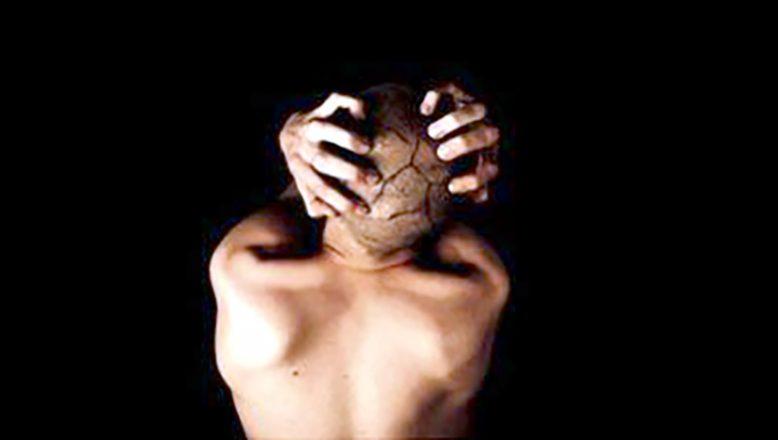 Akıl sağlığı sorunu olan yüz binlerce kişi, zincirlerle yaşıyor