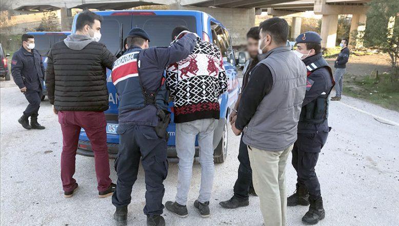 Hırsızlık şüphelileri araçları arıza yapınca yakalandı
