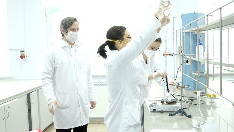 Üniversite 880 ton dezenfektan üretti