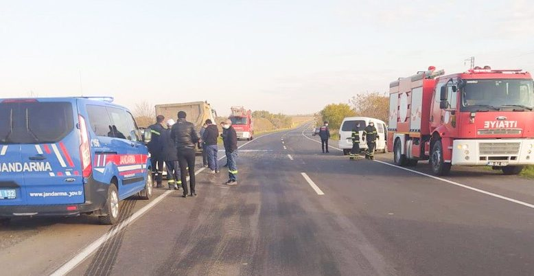 Minibüsle kamyon çarpıştı; 1 ölü, 2 yaralı