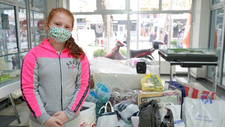 Gözyaşları içinde İzmir'e, maske bağışında bulundu