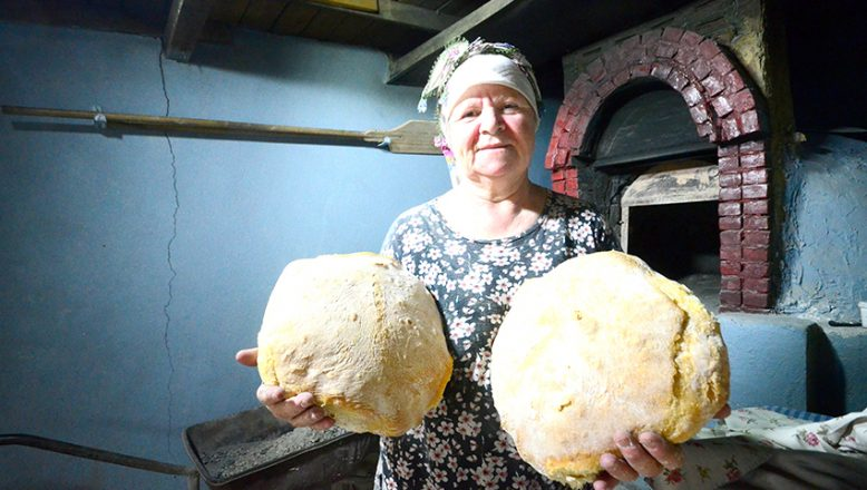 Köy Ekmeği, onun elinde lezzet buluyor