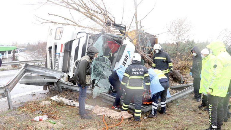 Kamyon sürücüsü ağır yaralandı