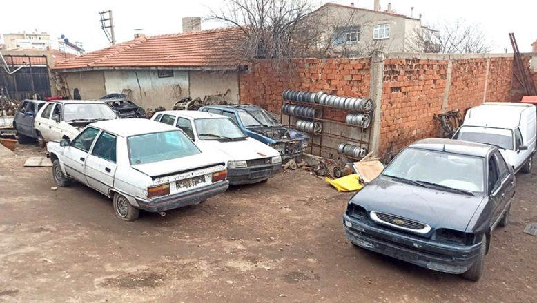 Plakasız 21 eski otomobil ve 31 araç ruhsatı ele geçirildi