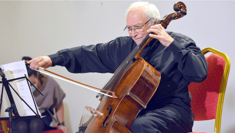 Viyolonsel ustası Prof. Stefan Popov, müzikte neşeyi seviyor