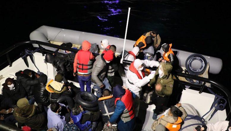 Türk karasularına itilen 53 sığınmacı kurtarıldı