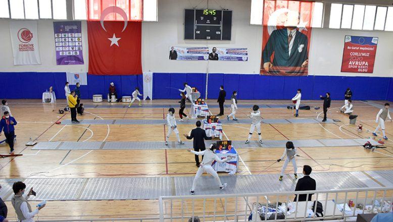 Eskrim: Türkiye 17 Yaş Altı Kız-Erkek Flöre Turnuvası
