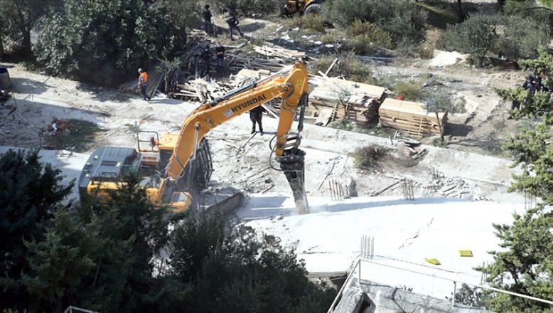 Filistinlilere ait 170'ten fazla evi yıktı