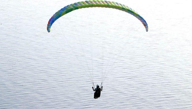 Her mevsim, paraşüt tutkunlarını ağırlıyor