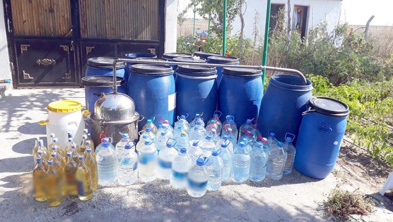 Jandarma 20 ton kaçak içki ele geçirdi