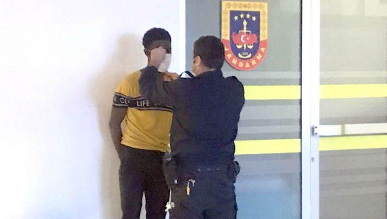 Polisin elini ısırdı