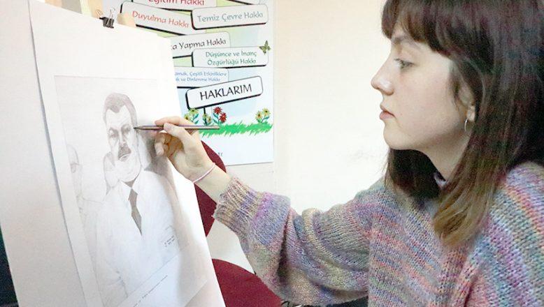 """Sağlıkçılara """"kara kalem"""" resimli destek"""