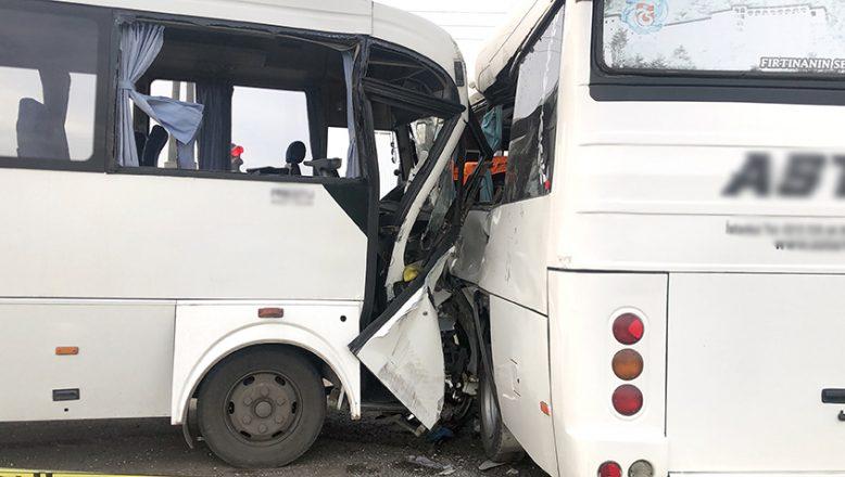 İki işçi servisi çarpıştı; 19 yaralı