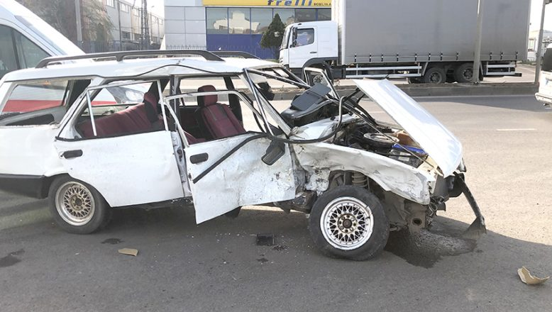 Otomobil hurdaya döndü; 5 yaralı