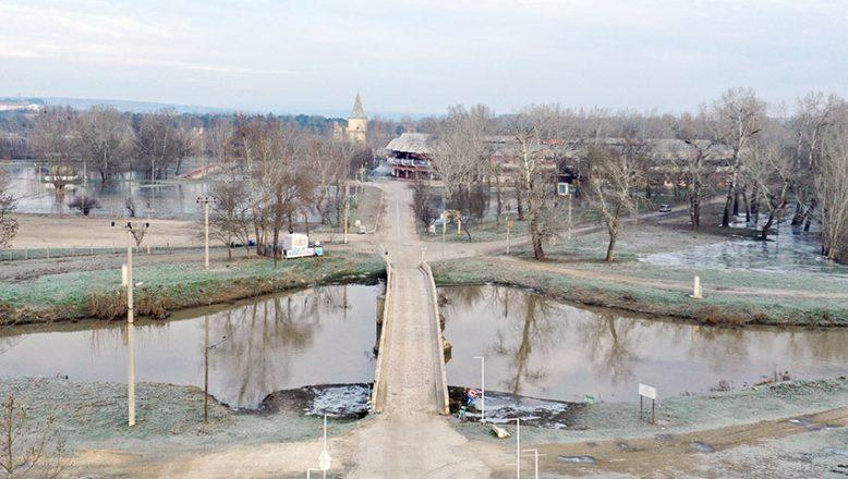 Trafiğe kapatılan tarihi köprüler açıldı