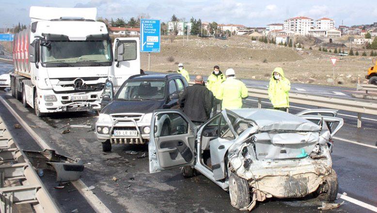 Zincirleme trafik kazası: 1 ölü