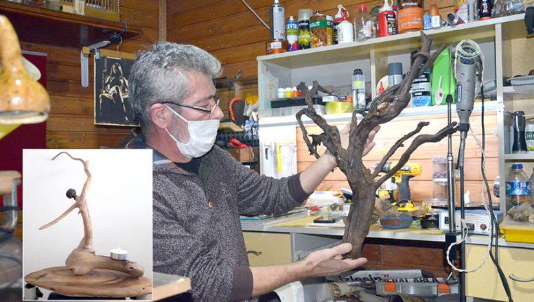 Ağaç parçalarını, sanat eserine dönüştürüyor