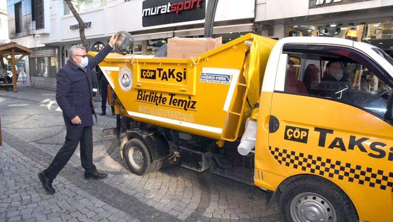 """""""Çöp taksi"""" çöpleri oyun havasıyla topluyor"""