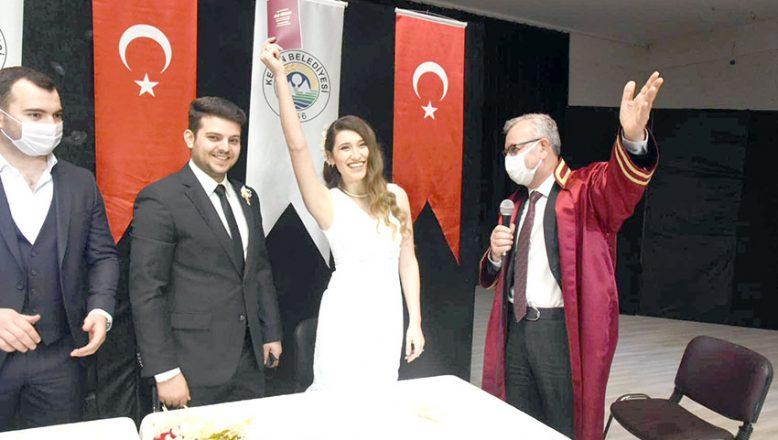 Helvacıoğlu yılın ilk nikahını kıydı