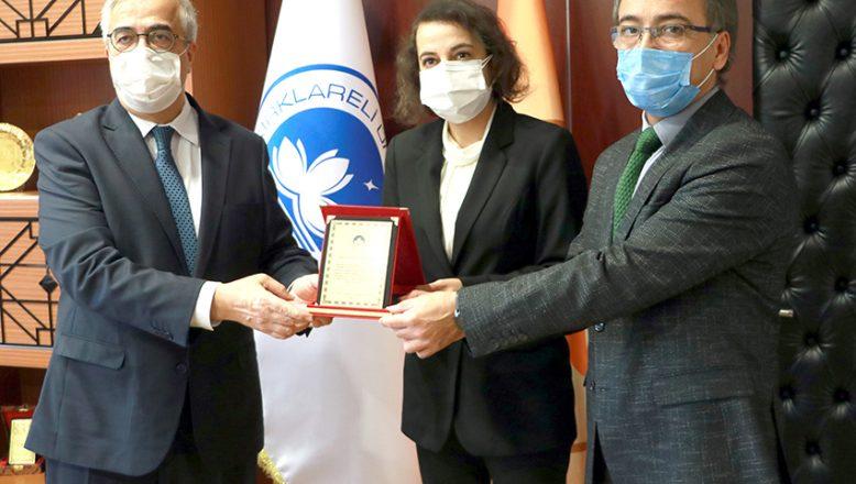 Rektör Şengörür'den, Fettahoğlu'na plaket
