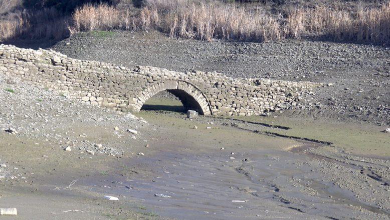 """""""Sular çekilince gün yüzüne çıkan tarihi köprü, tescillenecek"""""""