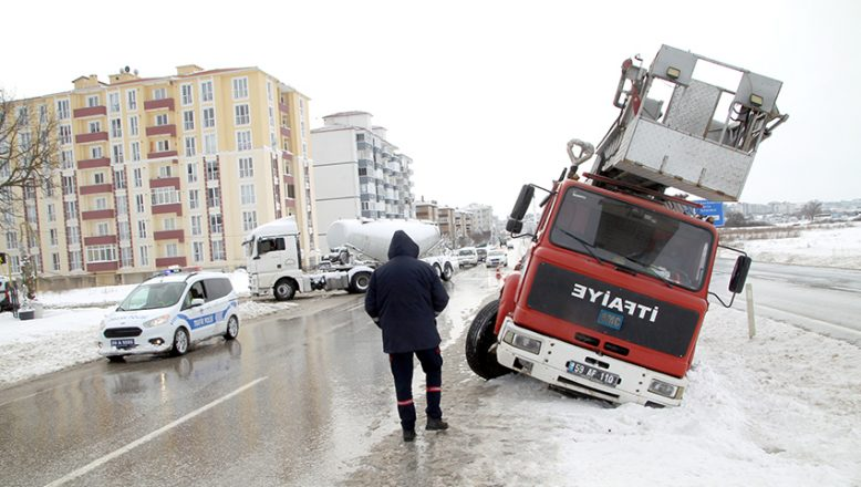 İhbara giden itfaiye aracı kaza yaptı