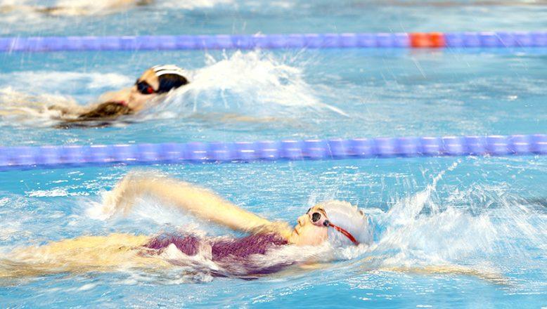 Yüzücüler, test müsabakalarında yarıştı