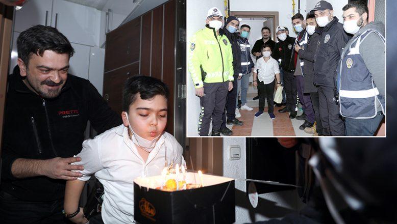 Polislerden sürpriz doğum günü
