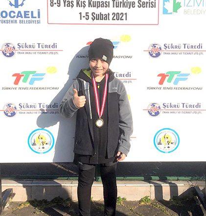 Tenis'te, Altın Madalya'yı aldı