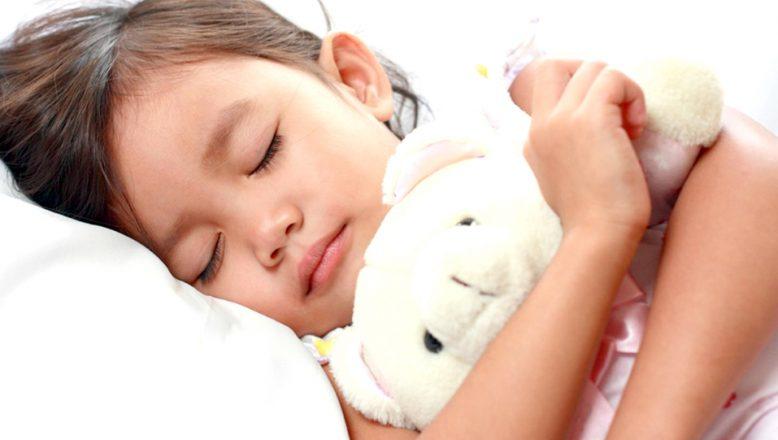 """""""Çocuklarda uyku apnesi hırçınlığa neden olabiliyor"""""""