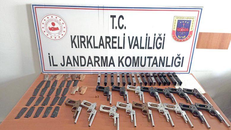 Poşet içerisinden onlarca silah çıktı