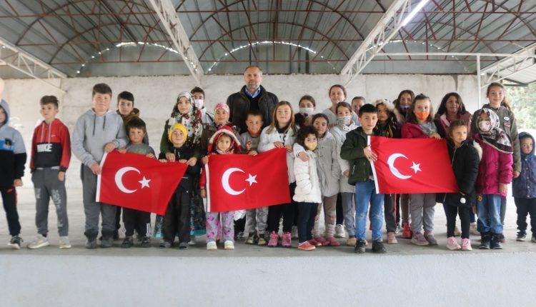 Büyükelçi Sekizkök, Türk köylerini ziyaret ediyor