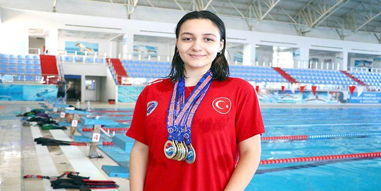 Rekortmen yüzücü, gözünü dünya şampiyonasına dikti