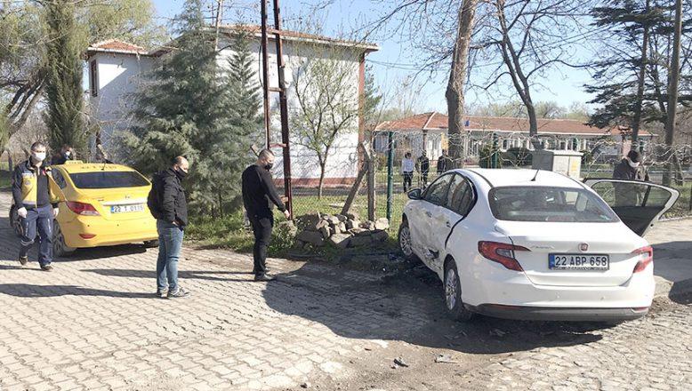 Taksi ile otomobile çarptı : 1 yaralı