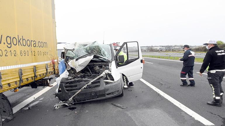Panelvan TIR'a çarptı: 1 ölü